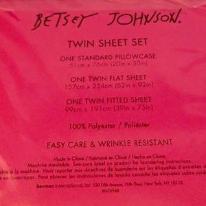 Betsey Johnson Bedding - Betsey Johnson Skull Crossbones Twin Sheet Set
